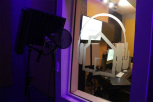 | B-Room-Booth-600x400